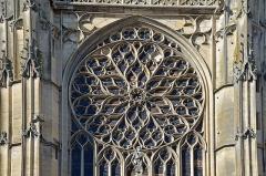 Cathédrale Saint-Etienne - Français:   Rosace du transept sud de la cathédrale de Sens, Yonne, Bourgogne, France