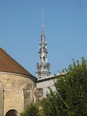 Hôtel de ville - Français:   Sens, flèche sur le beffroi de l\'hôtel de ville