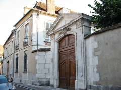 Maisons - This building is indexed in the Base Mérimée, a database of architectural heritage maintained by the French Ministry of Culture,under the reference PA00113868 .