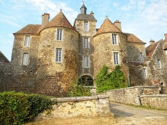 Château de Ratilly - This building is indexed in the Base Mérimée, a database of architectural heritage maintained by the French Ministry of Culture,under the reference PA00113917 .