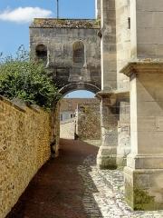 Eglise - Français:   Arcade sur le passage côté sud.