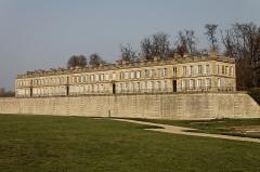 Domaine de Chantilly (parc également sur communes d'Avrilly-Saint-Léonard et Vineuil-Saint-Firmin) -  Le château d'Enghien, à côté du château de Chantilly.