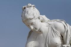 Domaine de Chantilly (parc également sur communes d'Avrilly-Saint-Léonard et Vineuil-Saint-Firmin) -  Une statue dans le parc du château de Chantilly.