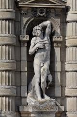 Domaine de Chantilly (parc également sur communes d'Avrilly-Saint-Léonard et Vineuil-Saint-Firmin) - English: Copy of Michelangelo's Dying Slave. Statue from the façade of the Château de Chantilly.