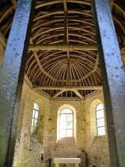 Chapelle Sainte-Corneille, dans la forêt de Compiègne - This building is classé au titre des monuments historiques de la France. It is indexed in the base Mérimée, a database of architectural heritage maintained by the French Ministry of Culture,under the reference PA00114607 .