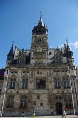 Hôtel de ville - Français:   Façade de l\'Hôtel de ville de Compiégne