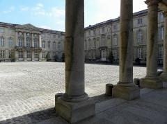 Palais et ses abords - Façade sur cour du château de Compiègne (60).
