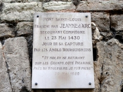 Pont de Jeanne d'Arc sous la maison (les arches) -  Plaque commémorative pour le franchissement de l'Oise de Jeanne d'Arc par le pont Saint-Louis.