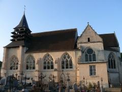 Eglise et cimetière qui l'entoure - English: Saint-Martin's church of Gilocourt (Oise, Picardie, France).