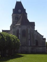 Eglise Notre-Dame de la Nativité - Français:   Le chevet de l\'église depuis la place verte