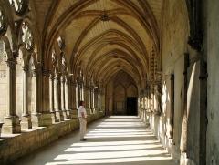 Ancienne cathédrale (église Notre-Dame) et ses annexes - Nederlands: Noyon (departement Oise, Frankrijk): kloostergang naast de kathedraal