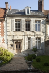 Maisons canoniales - English: Noyon; Nord-Pas-de-Calais-Picardie, Oise; France; ref: PM_102953_F_Noyon; Cultural heritage; Europe/France/Noyon; Wiki Commons; photo: Paul M.R.Maeyaert; www.pmrmaeyaert.eu; © Paul M.R. Maeyaert; pmrmaeyaert@gmail.com