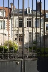 Maisons canoniales - English: Noyon; Nord-Pas-de-Calais-Picardie, Oise; France; ref: PM_102952_F_Noyon; Cultural heritage; Europe/France/Noyon; Wiki Commons; photo: Paul M.R.Maeyaert; www.pmrmaeyaert.eu; © Paul M.R. Maeyaert; pmrmaeyaert@gmail.com
