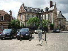 Maisons canoniales -  Maison canoniale, premier quart XVIIIe siècle, 1 place du Parvis.