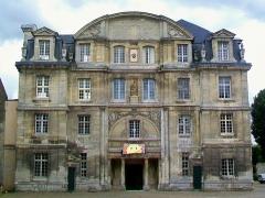Ancienne abbaye Saint-Vincent - Français:   La façade principale nord de l\'abbaye, comportant le portail.