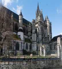 Ancienne cathédrale et son chapître -   North face of the Senlis Cathedral, seen from the Street at the Flageards.