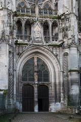 Ancienne cathédrale et son chapître -   North doorway to the Senlis Cathedral.
