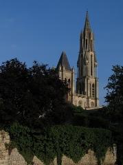 Ancienne cathédrale et son chapître - This building is classé au titre des monuments historiques de la France. It is indexed in the base Mérimée, a database of architectural heritage maintained by the French Ministry of Culture,under the reference PA00114883 .