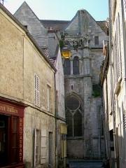 Eglise Saint-Aignan - Français:   Vue partielle de la façade nord depuis l\'étroite rue du Four.