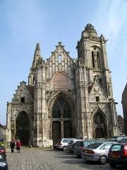 Eglise Saint-Pierre - Français:   Façade ouest de l\'ancienne église Saint-Pierre, qui a servi de marché couvert jusqu\'en 1974. Transformé en salle polyvalente depuis.