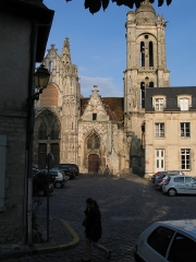 Eglise Saint-Pierre - This building is classé au titre des Monuments Historiques. It is indexed in the Base Mérimée, a database of architectural heritage maintained by the French Ministry of Culture,under the reference PA00114889 .