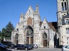 Eglise Saint-Pierre - Français:   Façade de l\'église Saint-Pierre à Senlis, Oise, France.