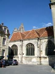Eglise Saint-Pierre - Français:   Les trois premières travées du bas-côté sud.