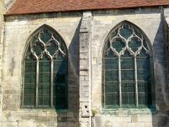 Eglise Saint-Pierre - Français:   Baies des chapelles latérales sud du chœur.