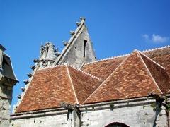 Eglise Saint-Pierre - Les deux premières travées du bas-côté sud, construites entre 1525 et 1530, et le pignon de la façade occidentale de 1510-1520.