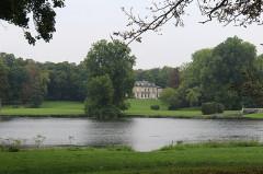 Château Saint-Firmin et annexes - English: Vineuil-Saint-Firmin, the palace