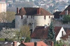 Porte Saint-Pierre - Français:   La porte Saint-Pierre sur les remparts de la ville de Château-Thierry.