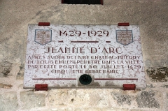 Porte Saint-Pierre - Français:   Plaque commémorative sur la porte Saint Pierre, à Château-Thierry, Aisne, France.