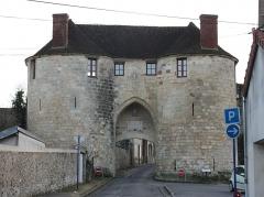 Porte Saint-Pierre - Français:   La porte Saint-Pierre à Château-Thierry.
