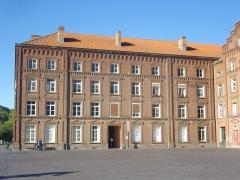 Familistère Godin - Familistère de Guise (Aisne, France): aile ouest du palais social, côté est