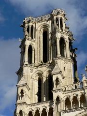 Ancienne cathédrale, actuellement église Notre-Dame, et cloître - Tour nord de la façade occidentale de la cathédrale Notre-Dame de Laon.