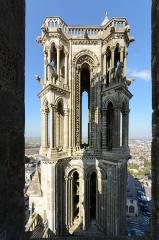 Ancienne cathédrale, actuellement église Notre-Dame, et cloître - Deutsch: Nordwestturm der Kathedrale Notre-Dame von Laon, Picardie, Frankreich (Ansicht vom Südwestturm)