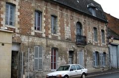 Relais de poste - This building is indexed in the base Mérimée, a database of architectural heritage maintained by the French Ministry of Culture,under the reference PA00115808 .