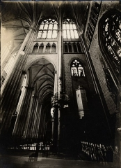Ancienne collégiale Saint-Quentin -  Croisillon nord du grand transept de la basilique de Saint-Quentin, France, n.d.. ID'd from envelope. Interior view. Oblique view toward ceiling. Brooklyn Museum Archives, Goodyear Archival Collection (S03_06_01_010 image 1224). Help us map this image by using Suggestify to suggest a location for it.