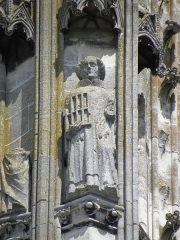 Cathédrale Saint-Gervais et Saint-Protais - Détail sculpté de la tour sud de la façade occidentale de la cathédrale Saint-Gervais-et-Saint-Protais de Soissons (02). Statue de Saint-Laurent.