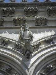 Cathédrale Saint-Gervais et Saint-Protais -  Détail sculpté de la tour sud de la façade occidentale de la cathédrale Saint-Gervais-et-Saint-Protais de Soissons (02).