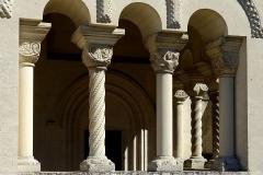 Eglise Notre-Dame - Colonnes du narthex reconstruit de Notre-Dame d'Urcel