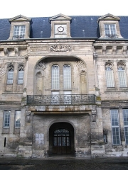 Château - English:   The entrance of the central wing of the Francis I castle of Villers-Cotterêts, Aisne, France.