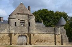 Château de Noue - Français:   Enceinte fortifiée du château de Noüe à Villers-Cotterets, Aisne, Picardie, France