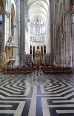 Cathédrale Notre-Dame - Français:   Amiens (Somme - France), nef de la cathédrale Notre-Dame d\'Amiens) (1220-1269).