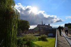 Cathédrale Notre-Dame - La cathédrale vue depuis le pont du parc Saint-Pierre