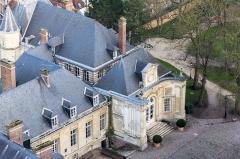 Ancien évéché - Français:   Palais épiscopal d\'Amiens, École supérieure de commerce d\'Amiens