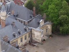 Ancien évéché - Français:   Amiens - Vue vers le nord depuis les tours de Notre-Dame: Palais de l\'Évêché.
