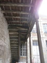 Hôtellerie de l'Angle (ou de l'Ange) d'Or - Français:   Amiens - Hôtellerie de l\'Ange d\'Or: escalier