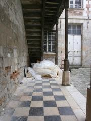 Hôtellerie de l'Angle (ou de l'Ange) d'Or - Français:   Amiens - Hôtellerie de l\'Ange d\'Or: dallage
