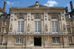 Théâtre - Français:   Ancien théâtre Amiens Somme France.